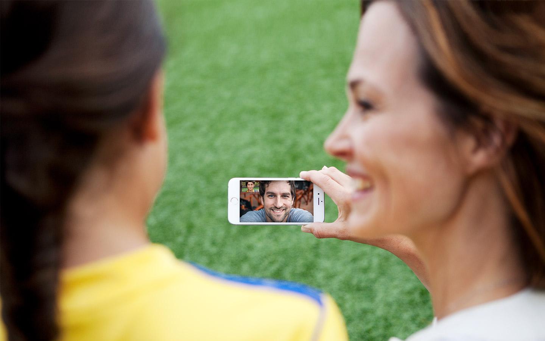 Cochlear-käyttäjät käyttävät FaceTimea puistossa